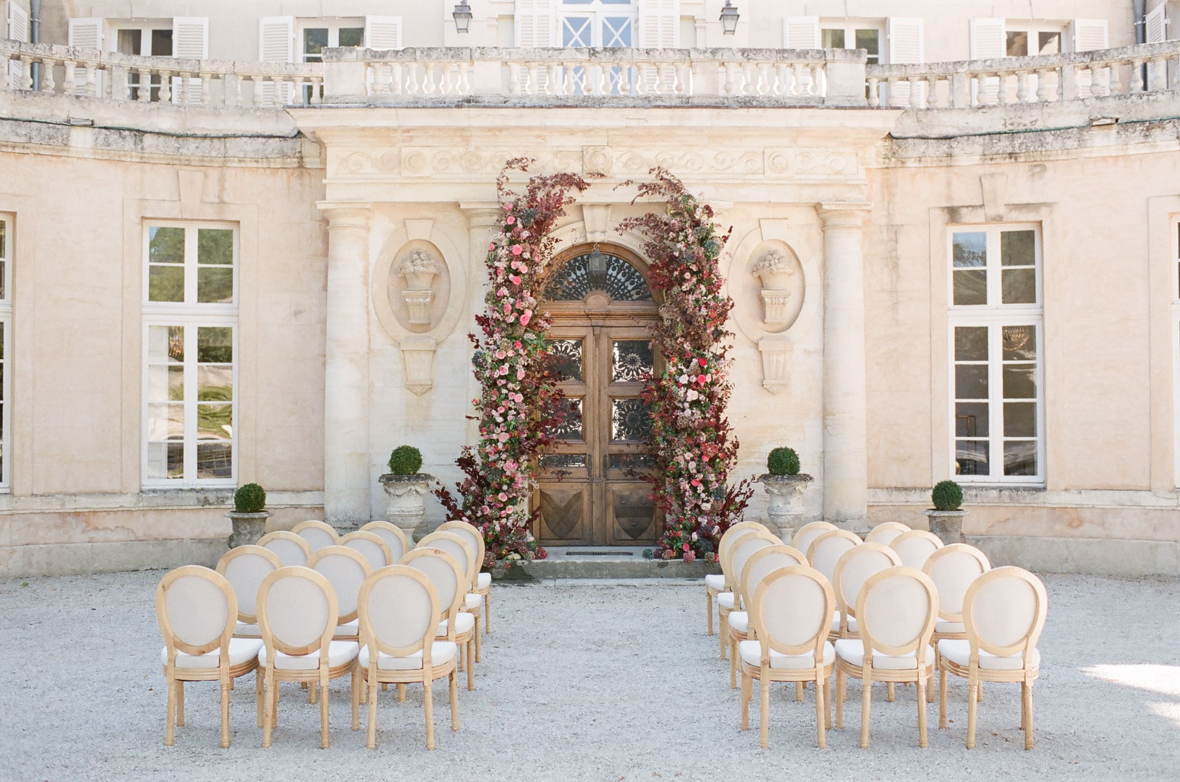 summer-wedding-at-chateau-martinay-in-provence-france-2