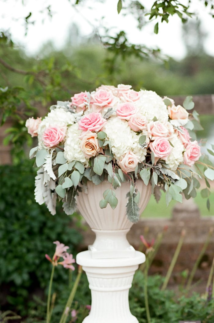 White and pink wedding arrangement for a wedding ceremony at the Chicago Botanic Garden