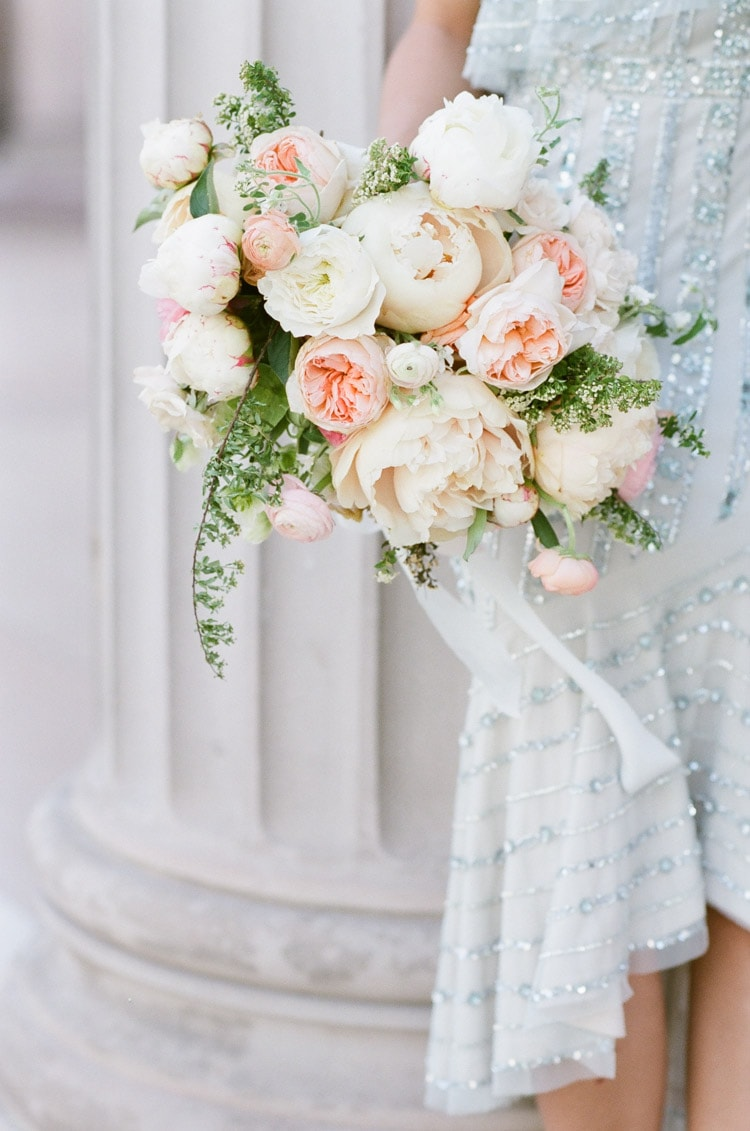 Classic bouquet in shades of cream and blush