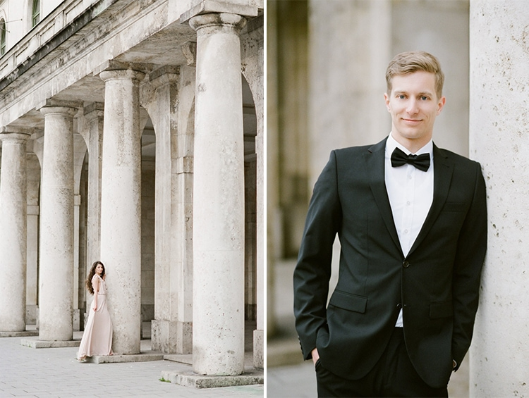 Engagement portraits in front of old columns in Munich