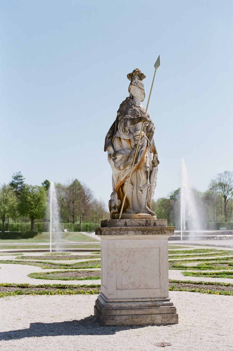 Munich statue with fountains in the background