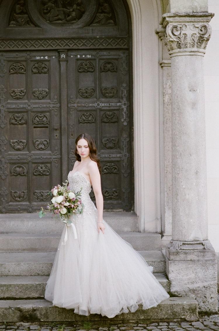 Bride holding an organic wedding bouquet at an intimate elopement in Munich