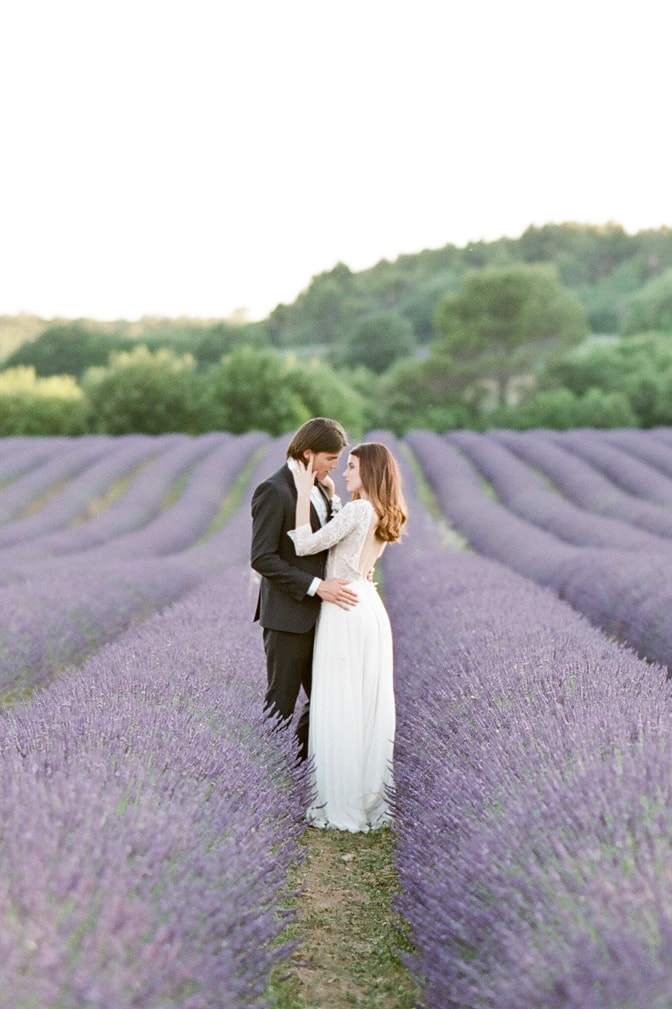 Luxury destination wedding photographer Tamara Gruner photographing a bride and groom in the lavender fields of the Luberon in Provence