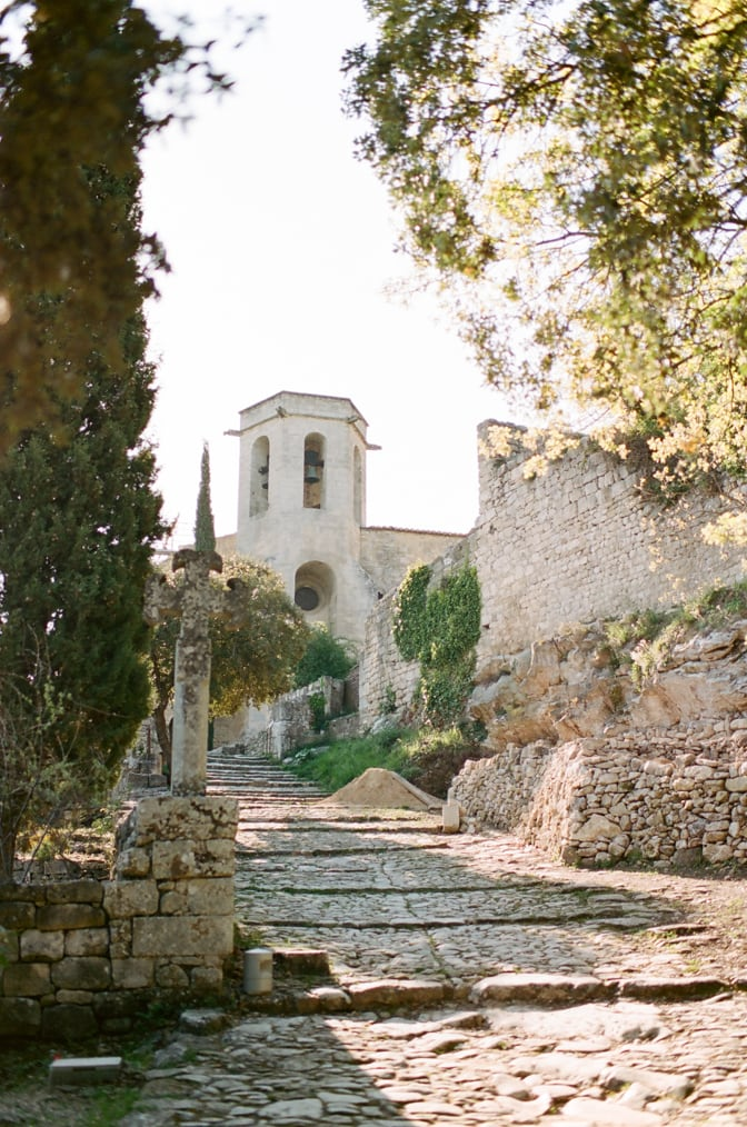 Tour through Oppède le Vieux in Provence, France