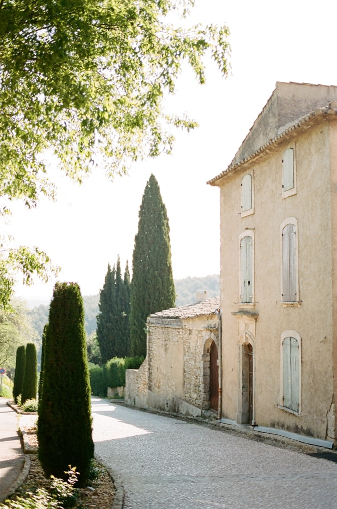 Oppède le Vieux in Provence tour with luxury destination wedding photographer by Tamara Gruner