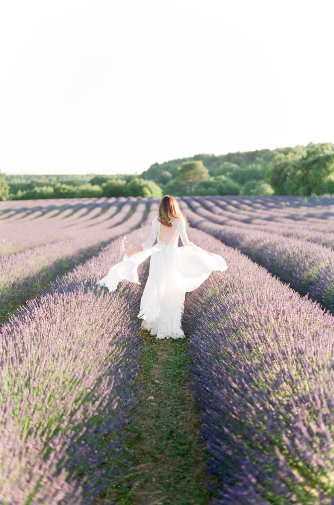 Bride walking in the lavender fields of the Luberon in Provence in France