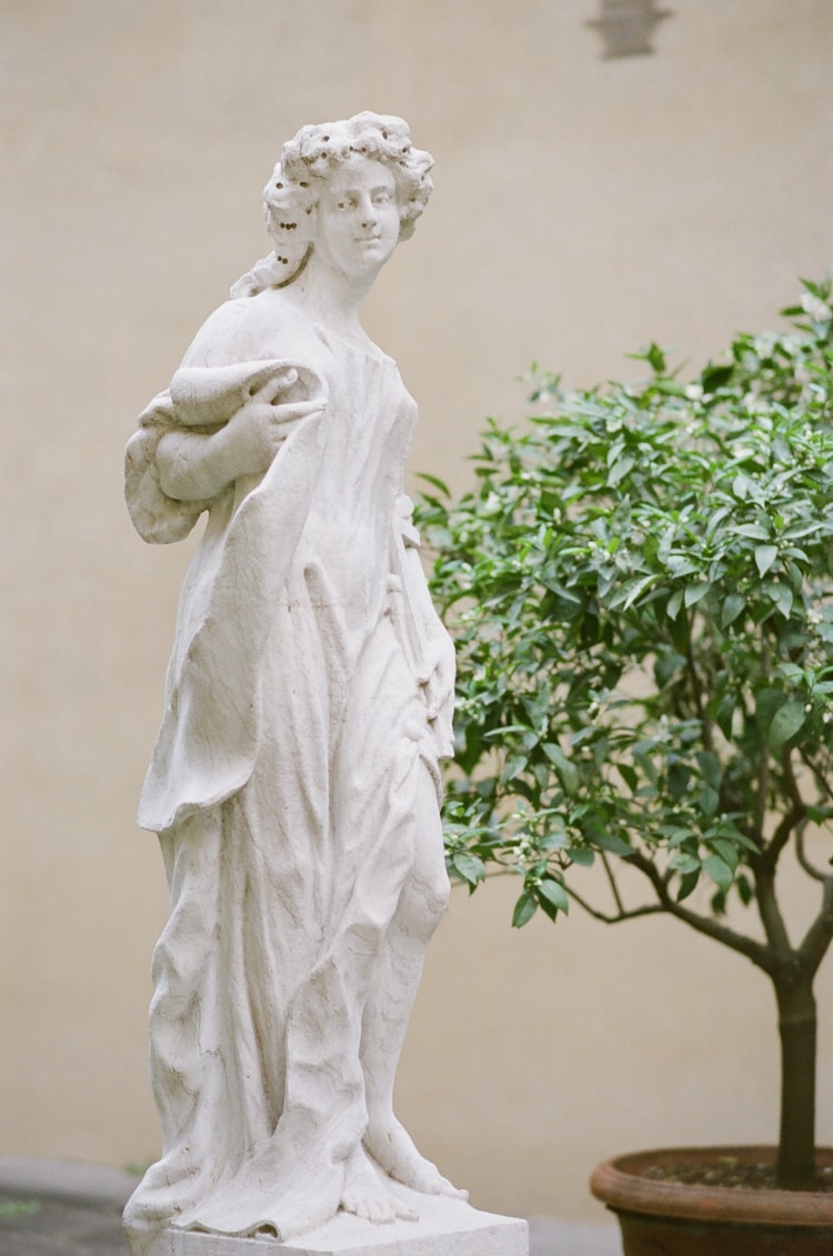A luxury destination photographer's guide to Florence with a peak into the garden of Palazzo Medici Riccardi