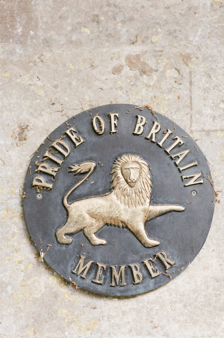 Pride of Britain Member sign depicting a lion