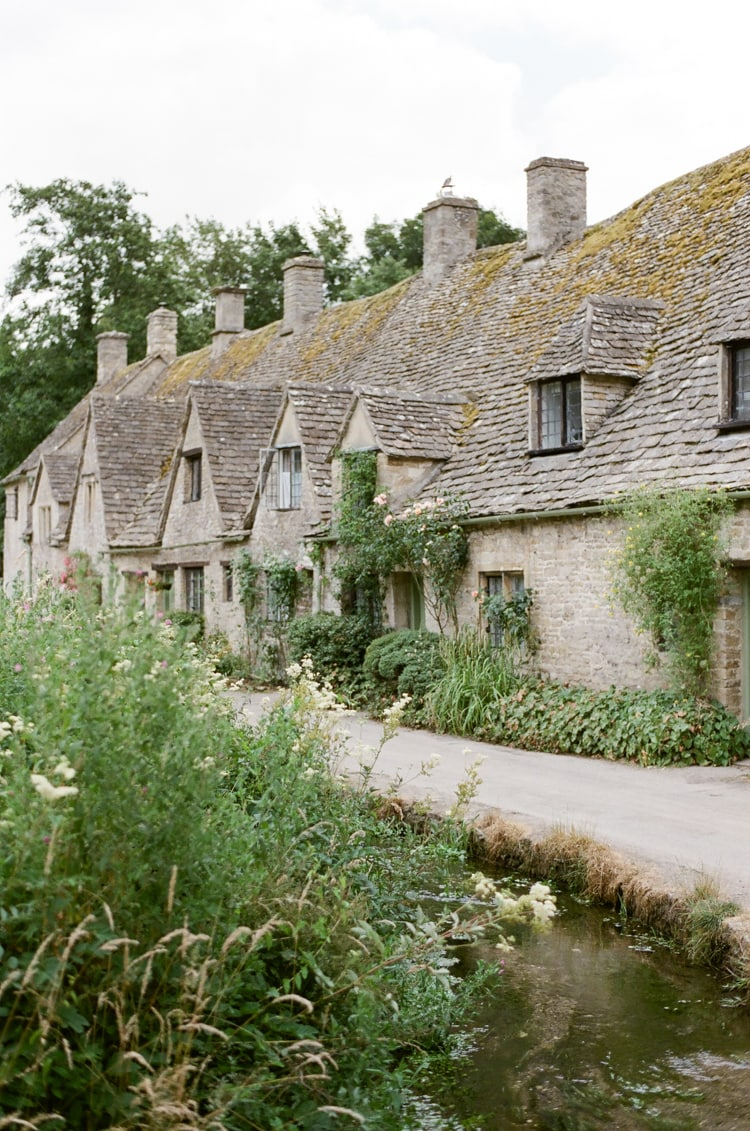 Arlington Row and its rowof beautiful weaver's cottages in Bibury in the Cotswolds in England