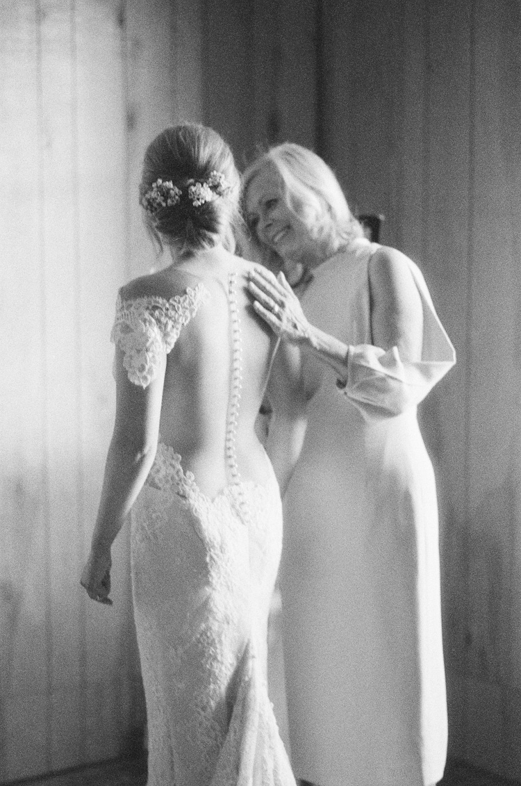 Mom embracing her daughter at Eaton Ranch wedding