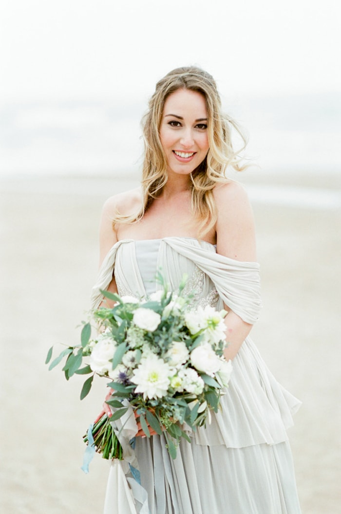 Chicago bride holding her wedding bouquet at the Lakeshore North Beach in Chicago
