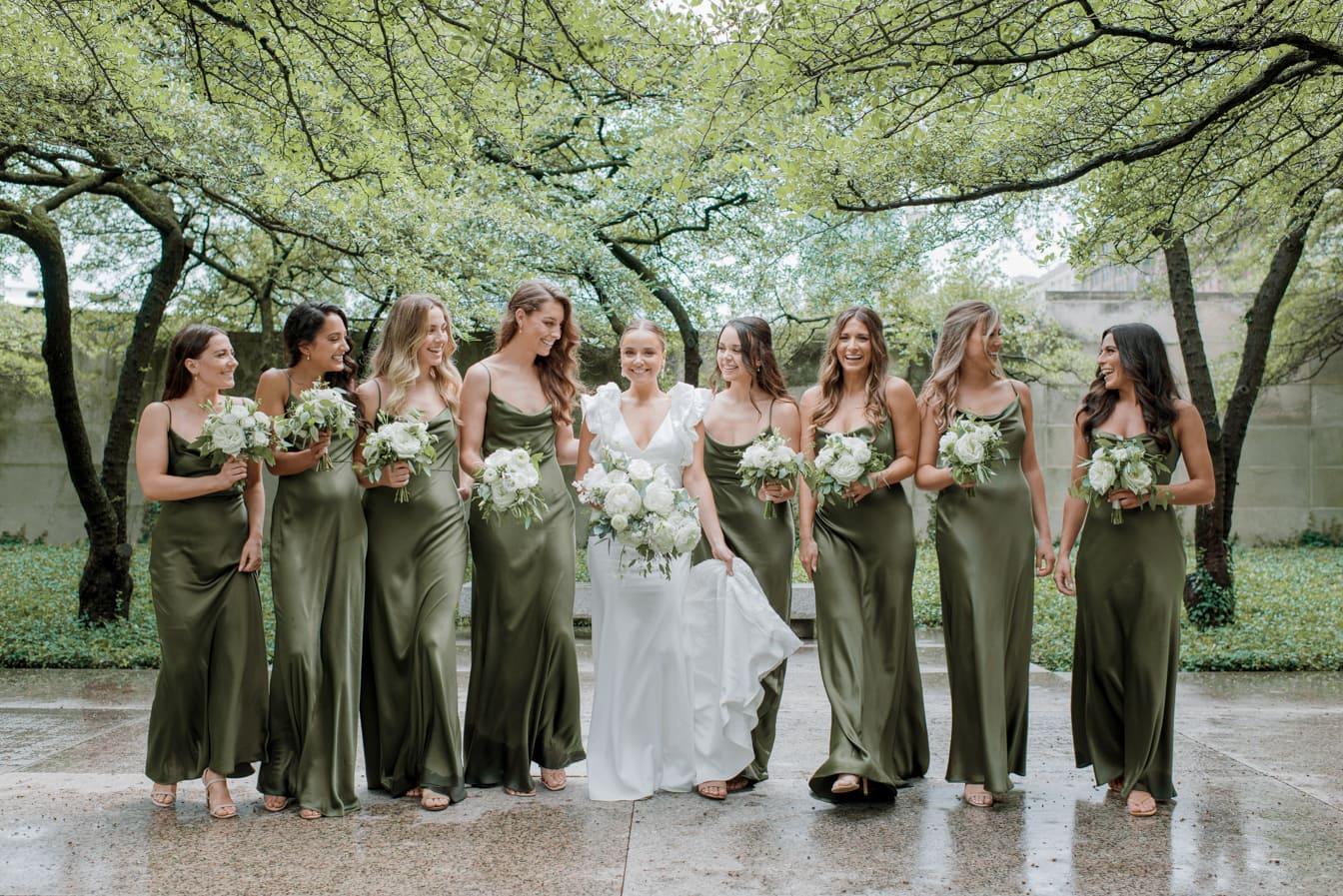 Bride walking with her bridesmaids at Chicago Art Institute Garden
